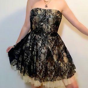 SANS SOUCI NWT lace overlay strapless mini dress